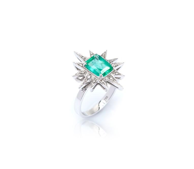 Anel de Esmeralda em forma de Estrela