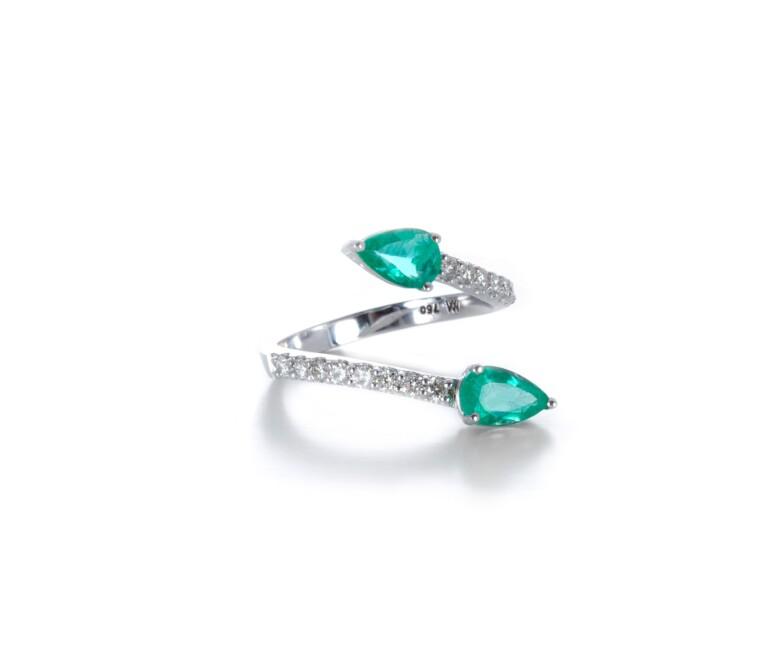 Anel em Ouro Branco de Esmeraldas Colombianas com Diamantes